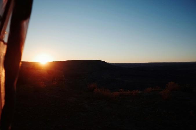 Vzhod sonca na vrhu kanjona.
