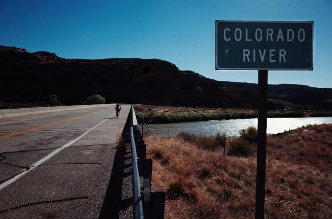Za mostom pa nagrada dneva. Skok v reko.